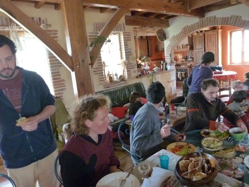 visite des champs de Gilles et nadine Przetak et de l'élevage de poulets et canettes de Corinne et Jean-Pierre Sicard. Une vingtaine d'amapiens présents !
