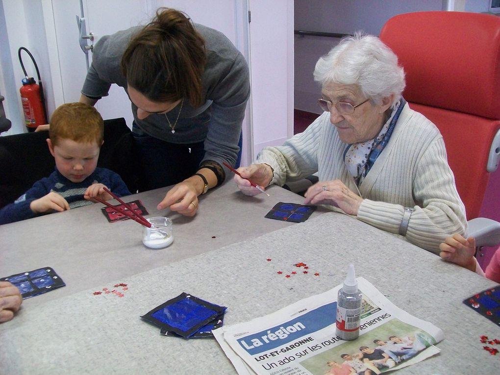 Les ateliers de Noël à la maison de retraite de Feugarolles