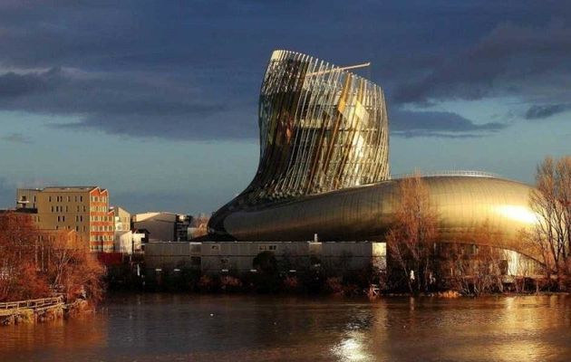 La Cité du Vin en construction à Bordeaux.