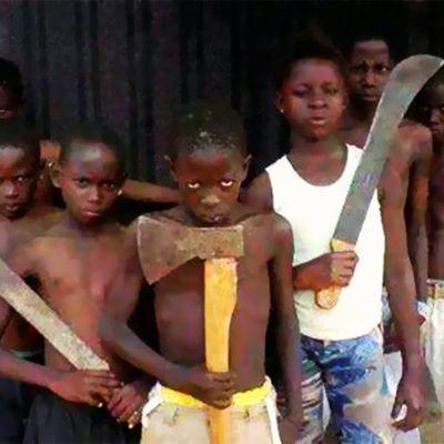 Amnesty International: Côte d'Ivoire. La police permet à des hommes armés de machettes d'attaquer des protestataires