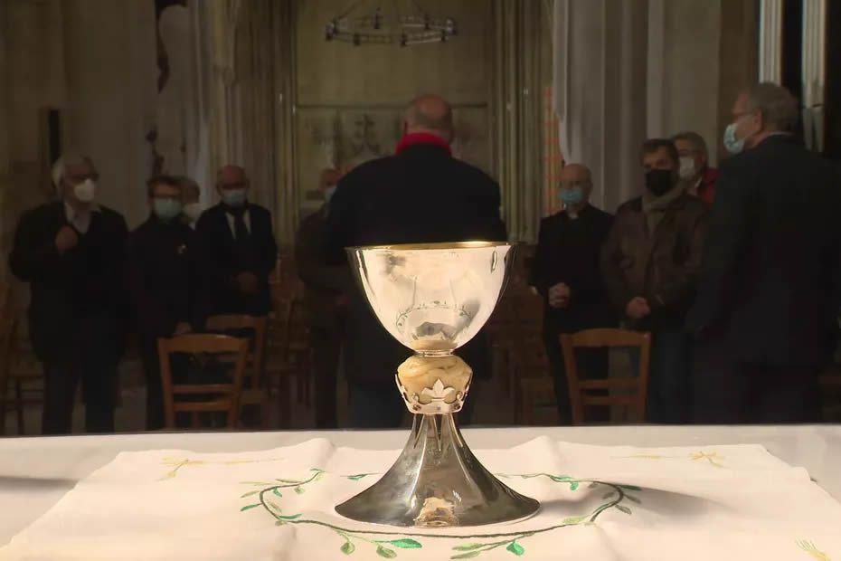 Le Calice du Père Jacques Leclerc de Dives-sur-Mer dans le Calvados a été retrouvé dans un souk à Marrakech