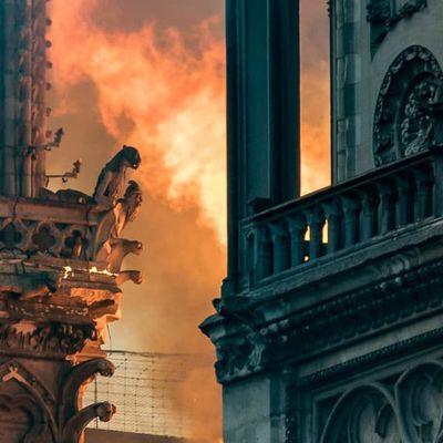 L'INCENDIE DE NOTRE-DAME ET LA CRISE DE LA RÉPUBLIQUE (PARTIE II) – YOUSSEF HINDI ET PIERRE-ANTOINE PLAQUEVENT