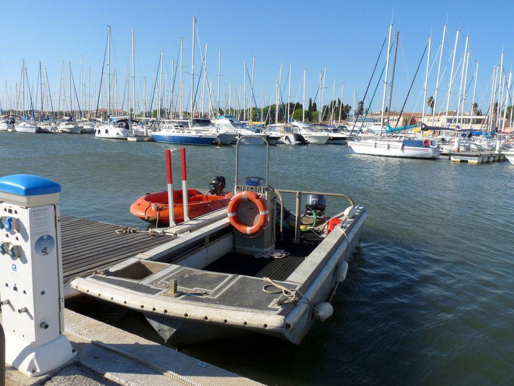 MIRAMAR I , navire de travaux maritimes  a quai dans le port de Bandol le 31 octobre 2015
