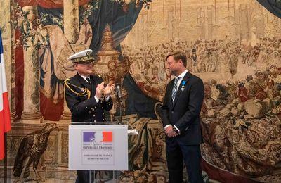 Le skipper Alex Thomson décoré de la médaille de l'Ordre national du Mérite