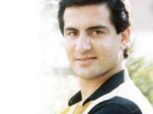mohammed tharwat, un chanteur et animateur de télévision pour les enfants égyptiens connu pour ses interprétations de chansons pour enfants et nationalistes