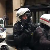Direct. Des flics à moto armés de flashball dans Paris