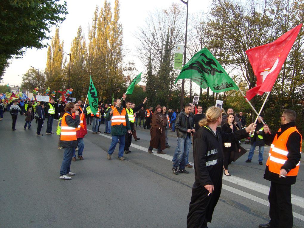 manifestation à Saint Quentin le 28 octobre 2010 RETRAITES