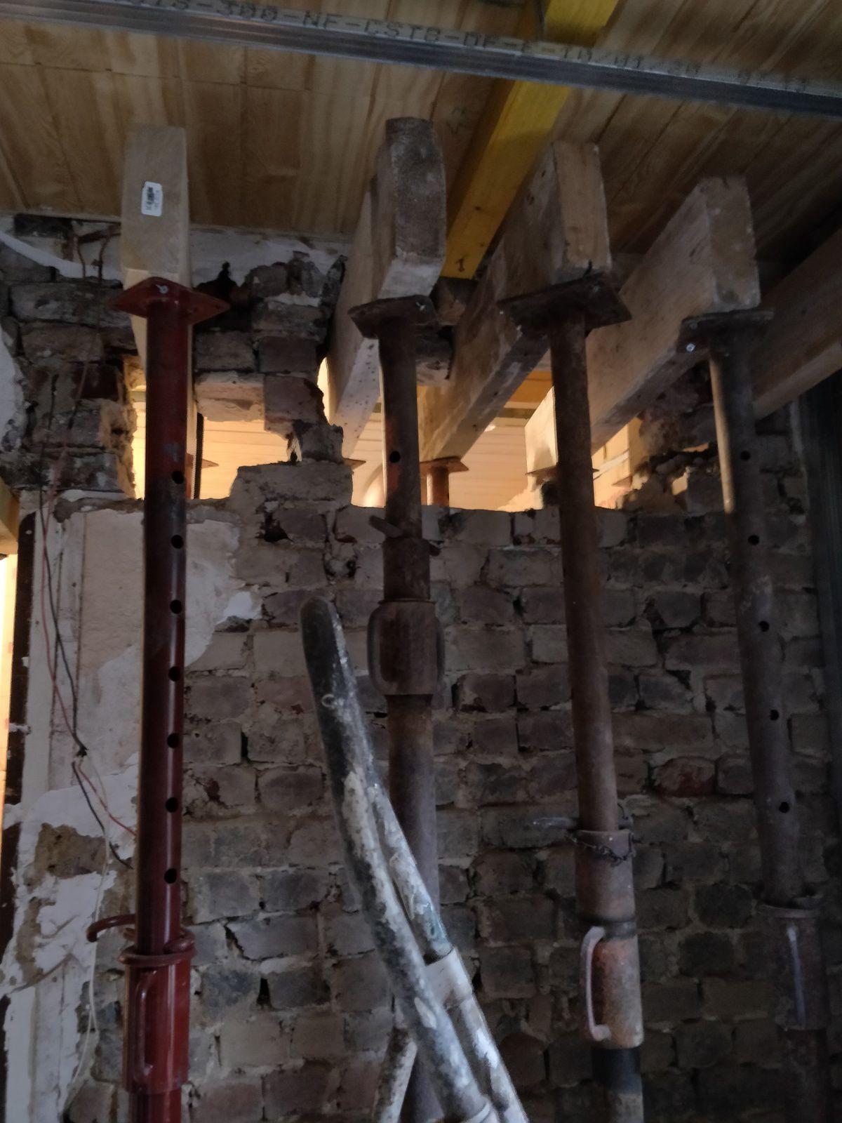 L'ouverture dans le mur porteur en briques