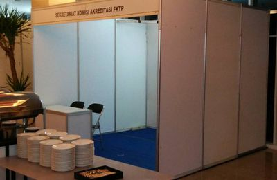 Booth Pameran, Booth R8, Sewa Booth Partisi R8