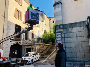 Castellane  : exposition art suspendu avec les cartes anciennes