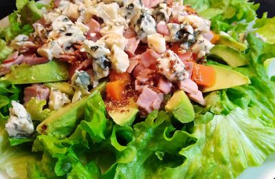 SALADE AVOCAT, BACON, ROQUEFORT & PATATE DOUCE