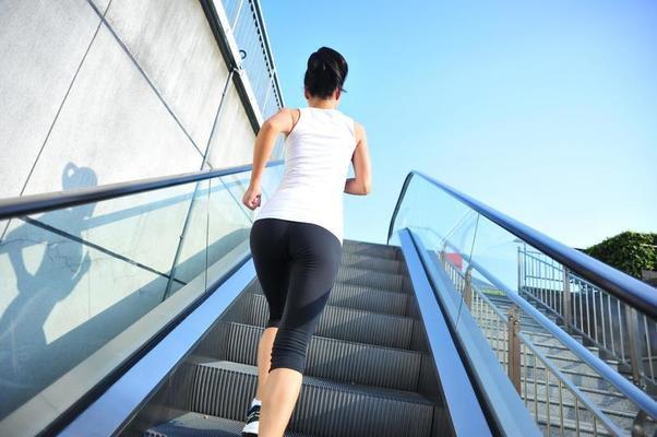 Courir dans les escalators