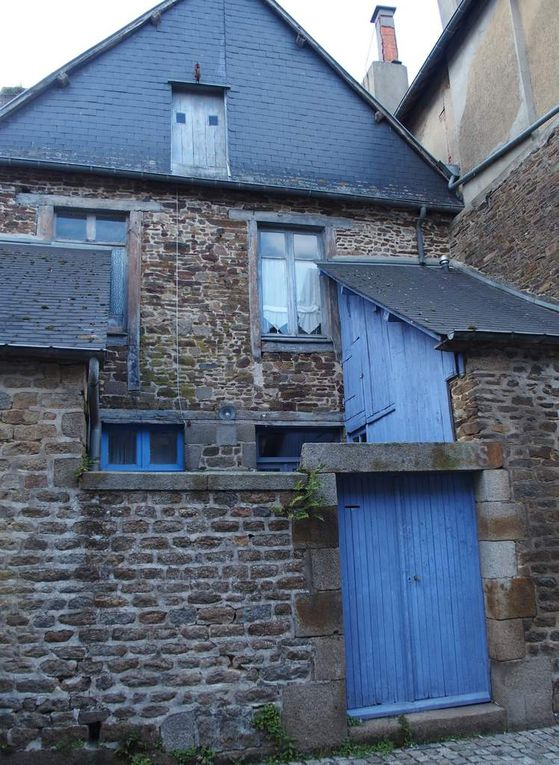 """Bazouges-la-Pérouse, """"petite cité de caractère"""", ancien village perché sur une butte,ses maison anciennes et son église partiellement gothique"""