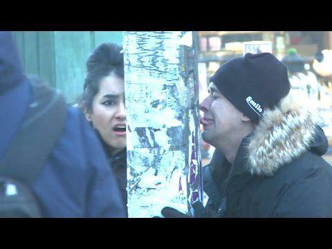 Perdre sa langue sur un poteau gelé (caméra cachée)