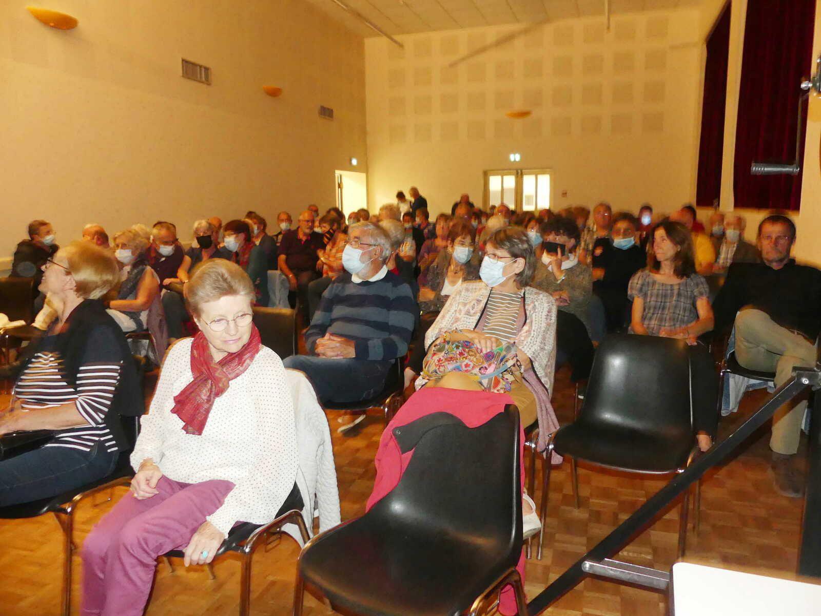 Bueil-en-Touraine : Yantrio a fait vibrer la salle Piégu