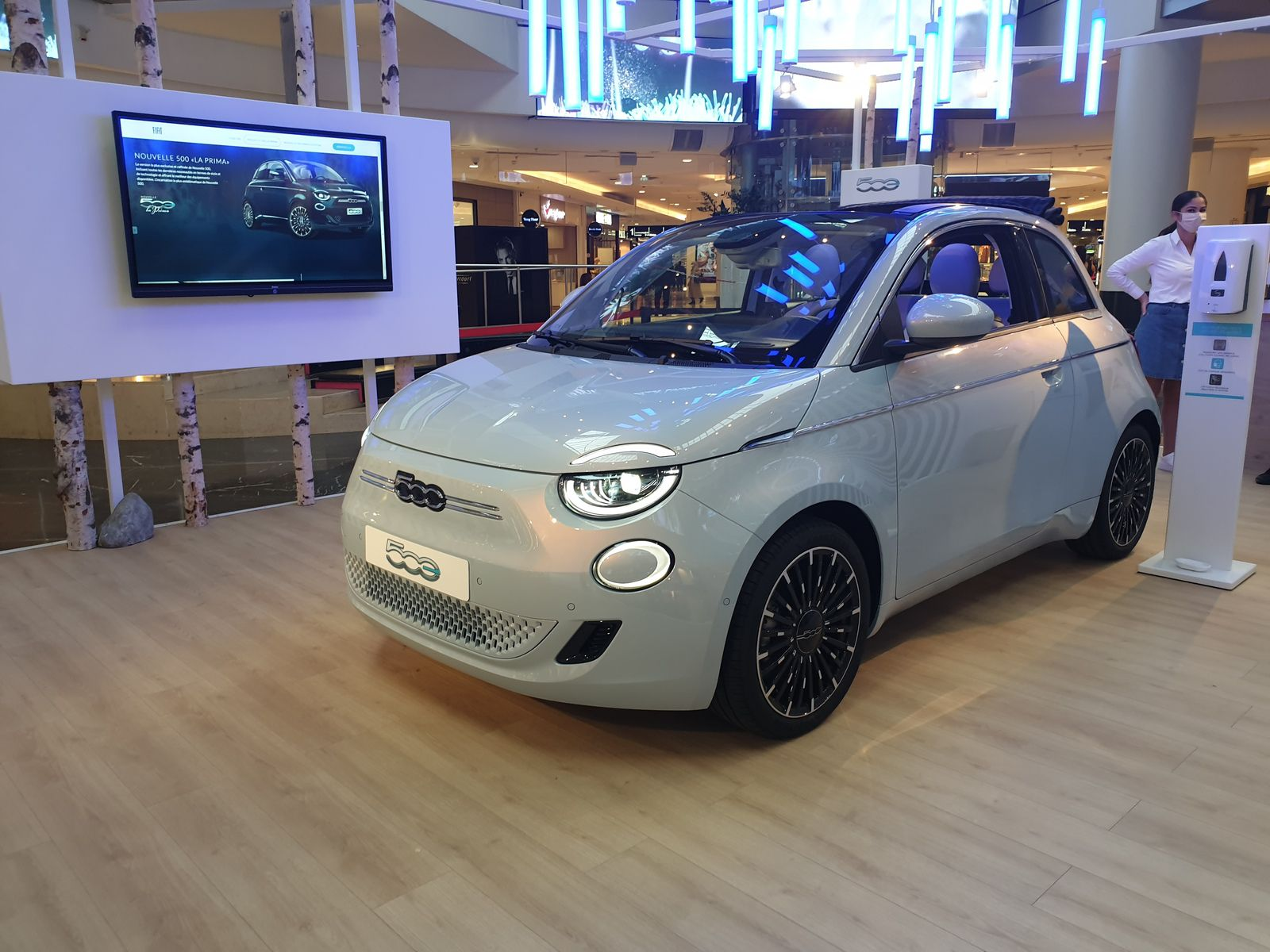 Retail Best Practices (19) : la nouvelle Fiat 500 électrique en avant première mondiale au Westfield 4 Temps