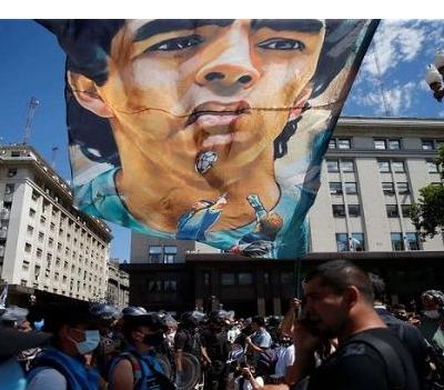 Quand Macron s'en prend aux idéaux de Maradona
