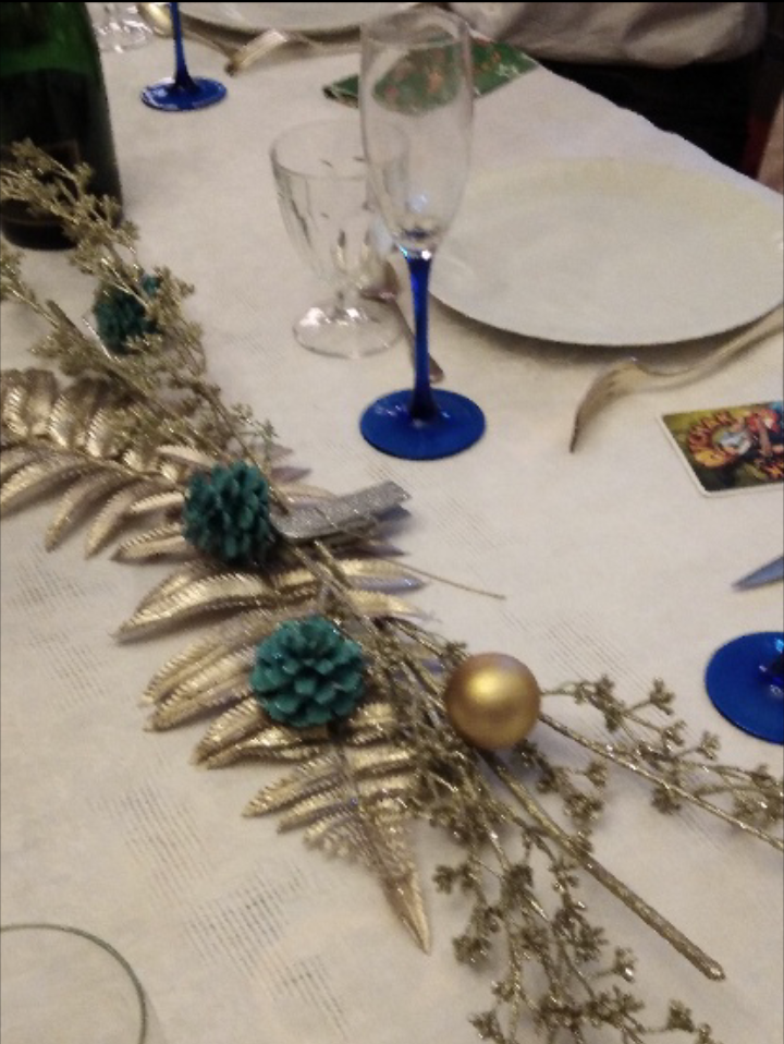 Avant  de passer à table ,on peut  toujours  la  décorer  .....