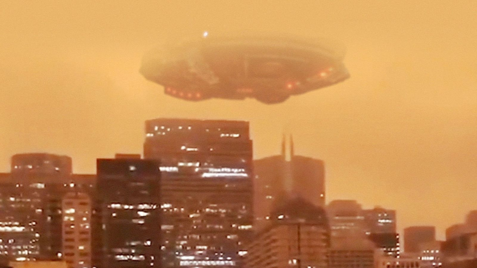 👽 Huge UFO Spotted in The Orange Sky of San Francisco