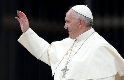 Le Pape remplace le Saint-Esprit par les anges gardiens