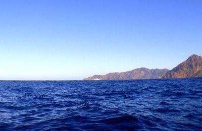 Corse 2010, le bleu 2A une bouteille sur le dos