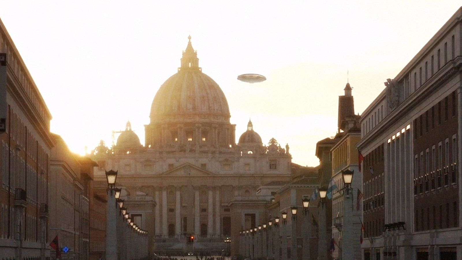 👽 UFO over St Peter's Basilica in Vatican