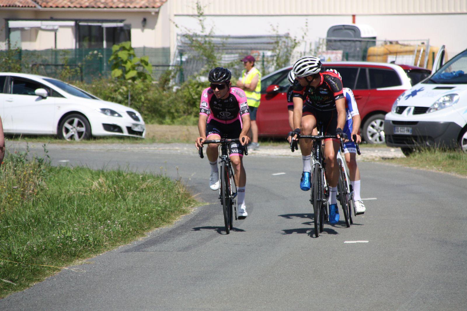 5e  tour, ils  sont  maintenant 4  coureurs  avec  le  retour  de  Théo  LAUSEILLE