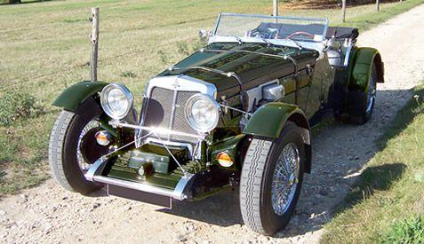 Quand on regarde cette voiture, on ne peut pas s'empêcher de penser à la marque anglaise Morgan. C'est l'une des voitures les plus rares du monde...