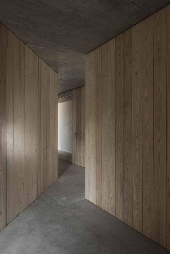 SILENT LIVING IN 'CASA EM MONSARAZ' DESIGNED BY AIRES MATEUS ARCHITECTS