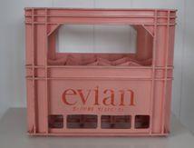 Caisse Evian rose pour 12 grandes Bouteilles