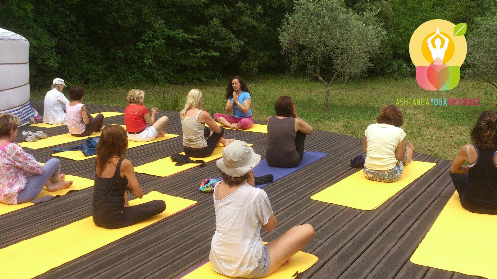 Trois matinées pour approfondirvotre pratique d'Ashtanga Vinyasa Yoga.