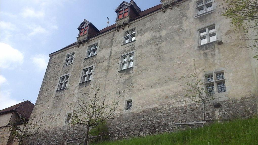 Passage pae Gruyère, joli village médiéval du canton de Fribourg.
