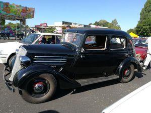 """Aperçue, en 2017, lors de la rencontre des """"Tacos Mirebalais cette sympathique Primaquatre Type KZ 24 de 1935 à la carrosserie aérodynamique dite """"Queue de Pie"""" - Moteur de 2120 cm3 11CV fiscaux - Poids 1500kg - Vitesse 115 km/h..."""