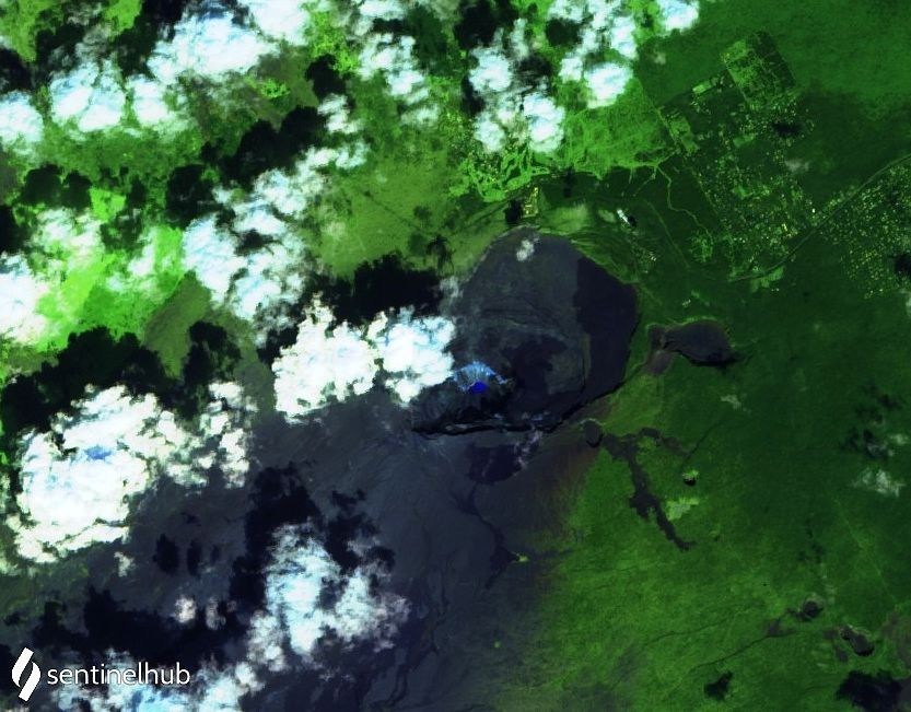 Kilauea - summit crater and its acid water lake - image Sentinel-2 L1C bands 12,11,4 from 03.12.2020 - one click to enlarge