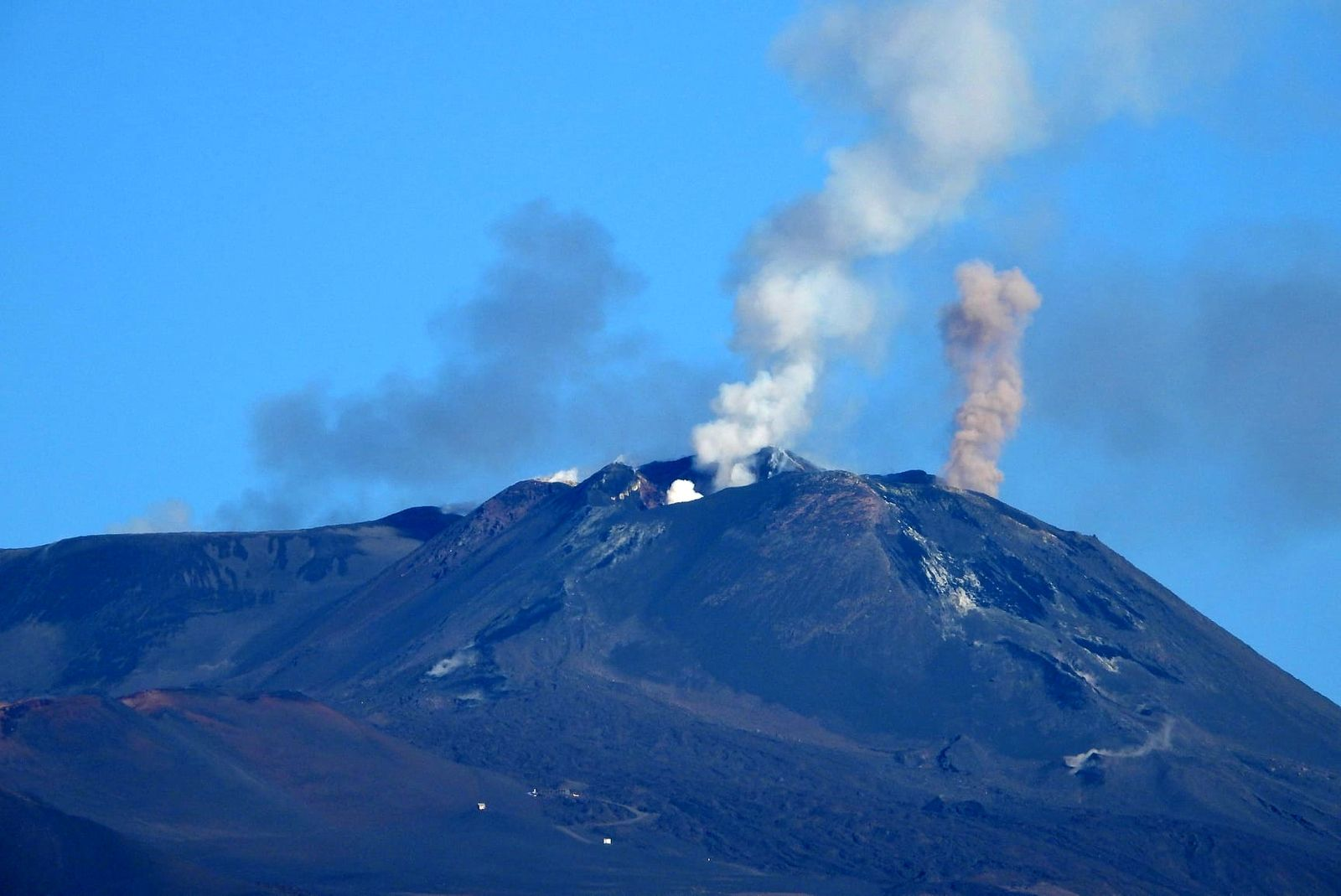 Etna - 15.11.2020 - emission at the BN (left) - at the SEC mouth of the saddle (in the center) and at the SEC mouth east (on the right) - photo INGV OE