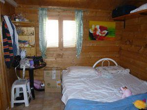 La stanza grande con letto matrimoniale e angolo cottura