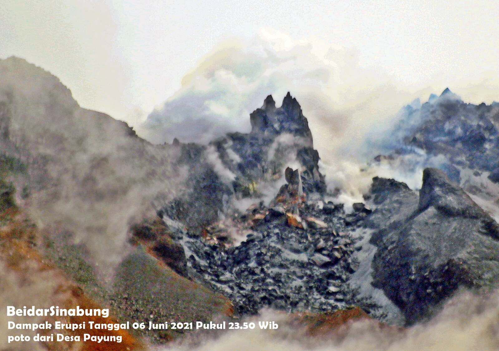 Sinabung - the dome after eruption of June 6 - photo 08.06.2021 by Firdaus Surbakti from Desa Payung / via Beidar Sinabung