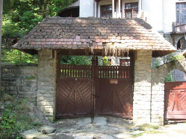 In jurul Vilei arhitectului Paul Smarandescu (Vila Vânatori), un monument de arhitectura româneasca... Photos: ©Emmanuel CRIVAT