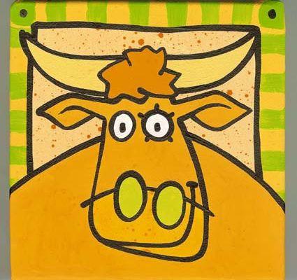 Portrait de vache au cadre rayé vert