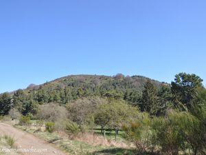 Au cours du chemin, on peut admirer le Puy des Gouttes sous divers angles. (clic sur les photos pour les agrandir).