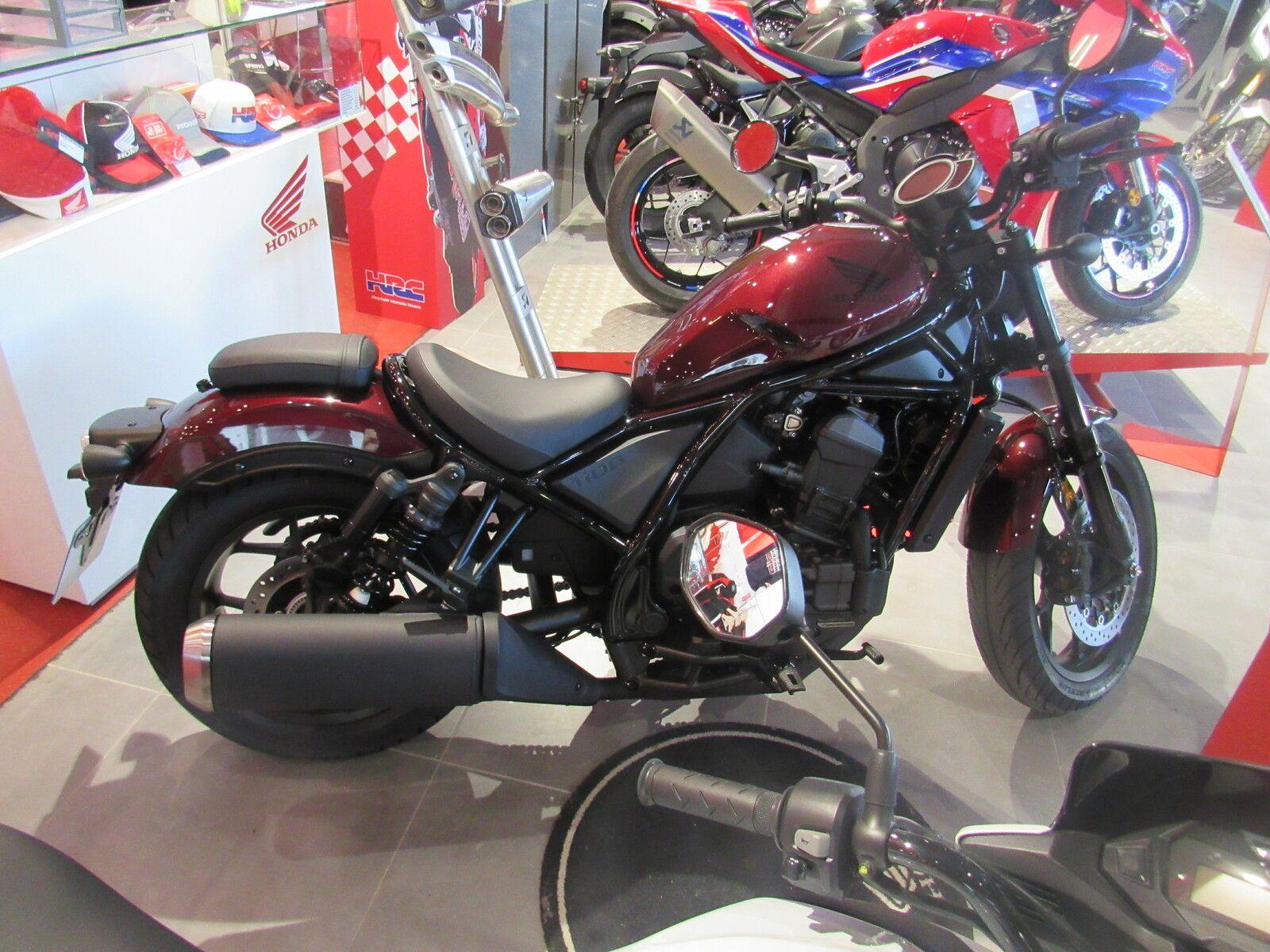 nouveauté moto 2021 chez le constructeur japonais honda mélange entre custom et trail
