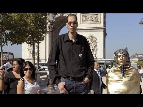 Buzz: Un homme mesurant 2m46 dans les rues de Paris !