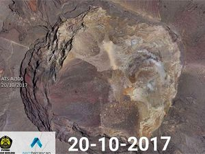 Agung crater before the eruption  - zenith view from 20.10.2017, via drone ATS Ai300 vs.. Google image (to view the relief) Agung crater - zenith view from 20.10.2017, via drone ATS Ai300 vs.. Google image (to view the relief) - a click to enlarge