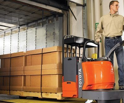 Explaining the Different Types of Pallet Lifters