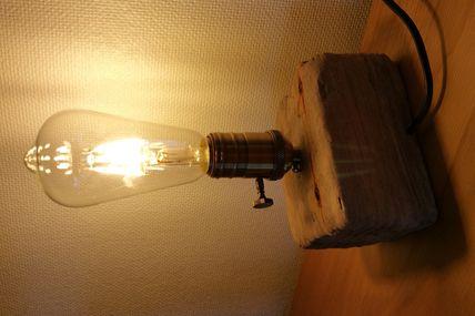 Lampe bois flotté de palette