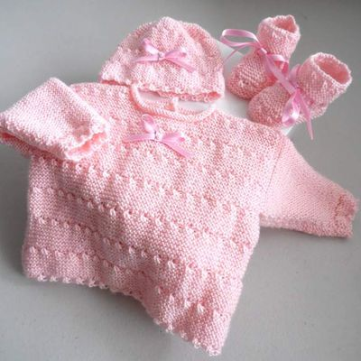 tricot bebe, brassiere rose, bonnet, chaussons, tricotee main, laine bb
