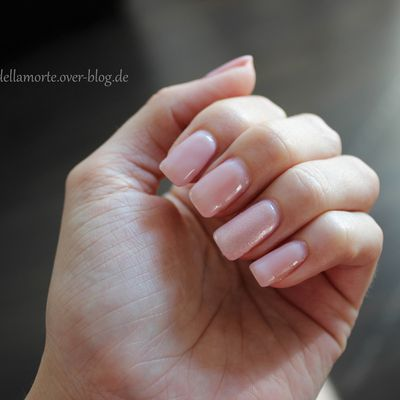 essence: the gel nail polish 04 our sweetest day & 05 sweet as candy | #longlastinglove NOTD