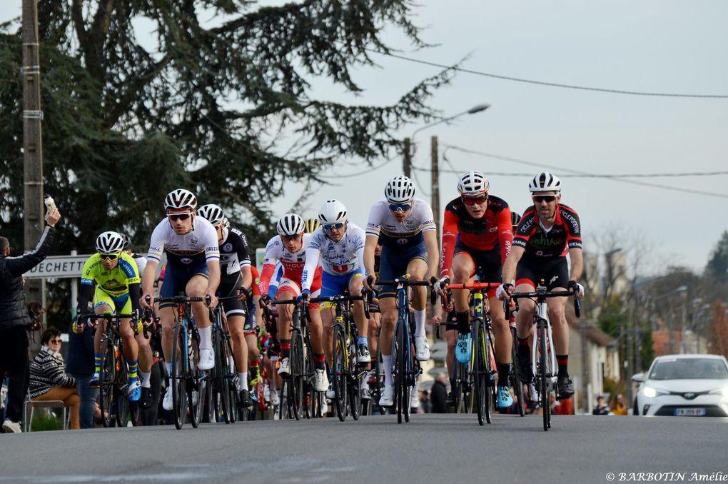 Prix d'ouverture VM Matériaux à Chatellerault  Organisation : AC Chatellerault  Epreuve ouverte aux coureurs juniors, séniors 2ème, 3ème catégorie et PC Open  140 coureurs se sont présentés au départ pour accomplir les 10 tours de 9.82 km = 98.2 + 1 tour de 10.1 km = 108.3 km  Victoire de Léo Paul Jamin (Union Cycliste Nantes Atlantique) - (Guy DAGOT - SudGironde - Amélie Barbotin - Photographies)