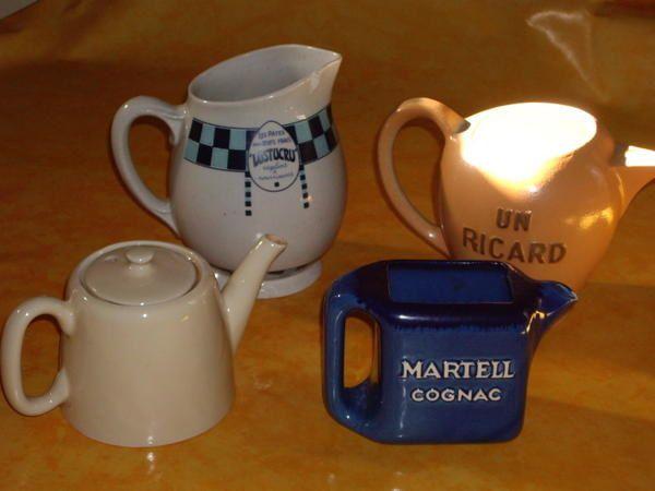 3 enfants de choeur (années 30), brocs chinés, boite à couture de ma grand mère Marie, collection de boites en bois, vaisselle de la grand mère de Ph. F, petits objets de famille...
