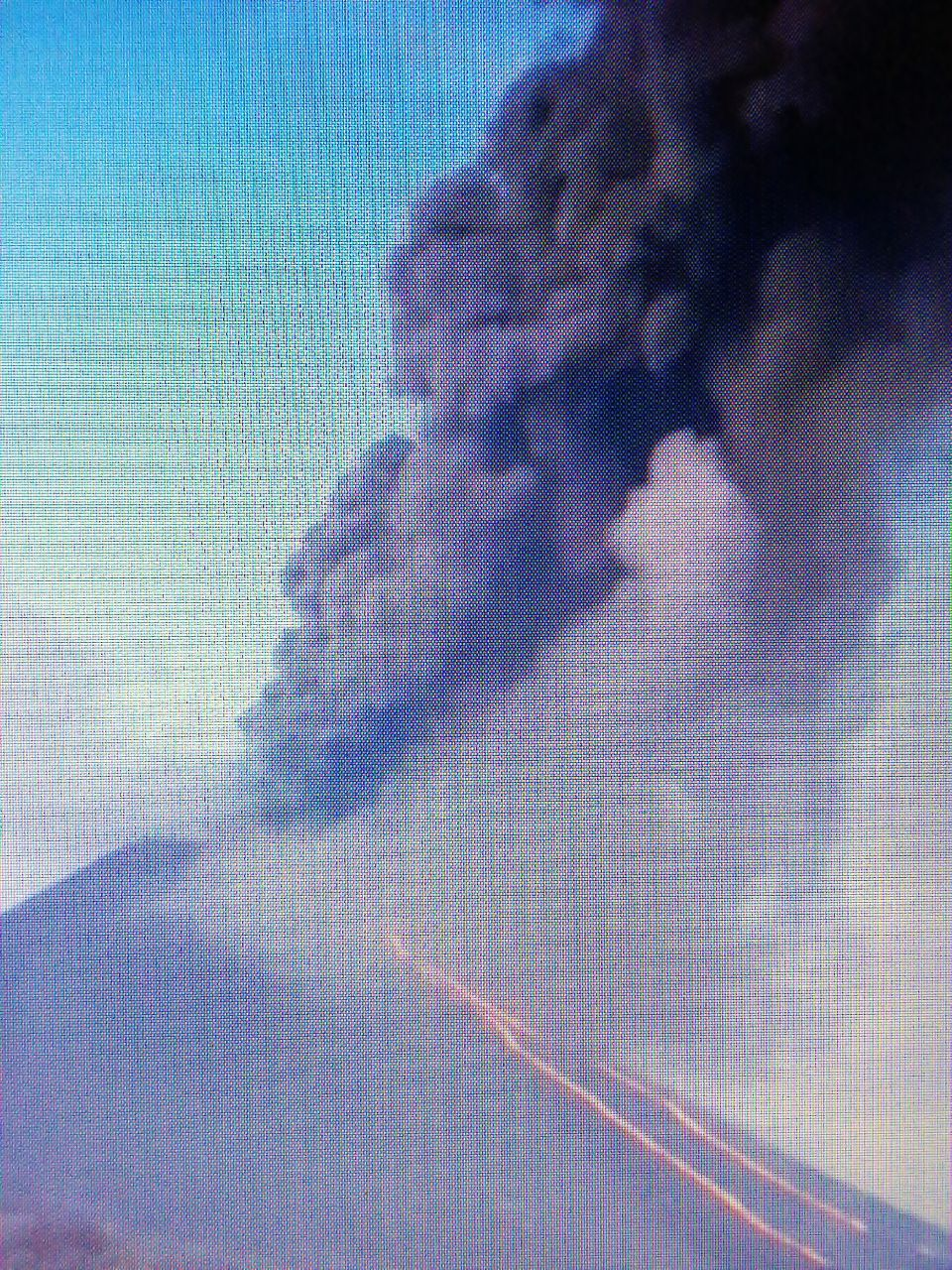 Pacaya - ash plume and lava flow on 03.13.2021 - Conred video screenshot